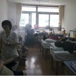 En Chine, les cliniques d'acupuncture sont remplies à pleine capacité!